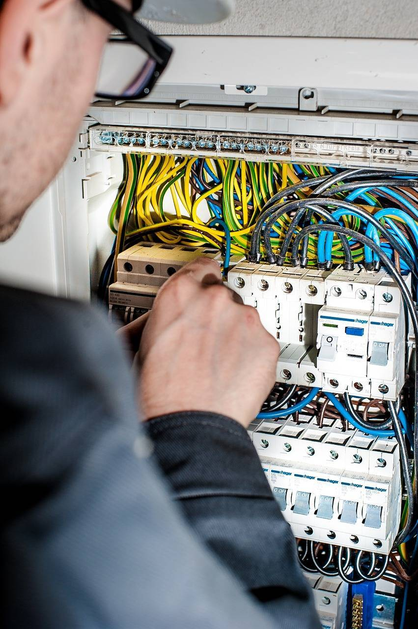 electrician-1080573_1280