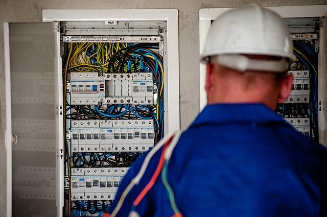 ofertamos trabajo de electricista